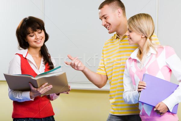 Consulting изображение красивый парень подруга указывая Сток-фото © pressmaster