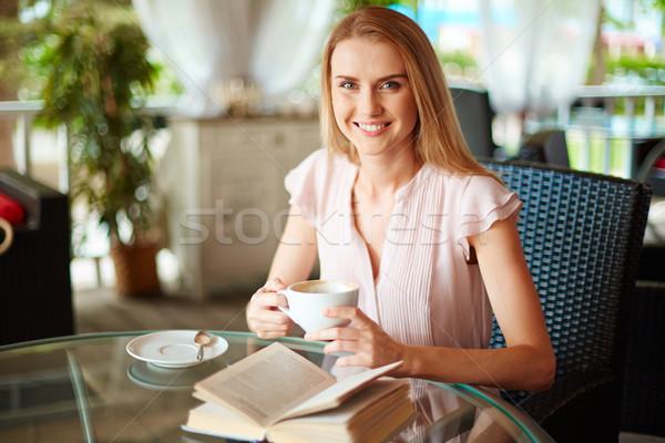 Stock fotó: Lány · kávézó · portré · aranyos · csésze · kávé