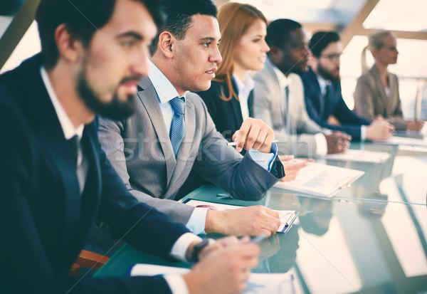Conventie peinzend jonge zakenman luisteren seminar Stockfoto © pressmaster