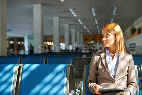 Mujer de negocios aeropuerto grave touchpad sesión negocios Foto stock © pressmaster