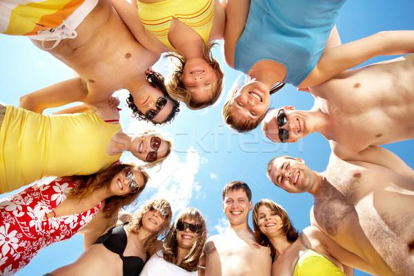 Vriendelijk mensen beneden cirkel vrienden Stockfoto © pressmaster