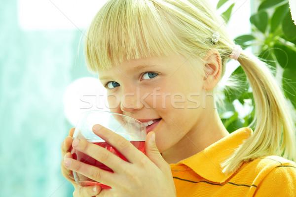 Menina suco retrato menina feliz potável vidro Foto stock © pressmaster