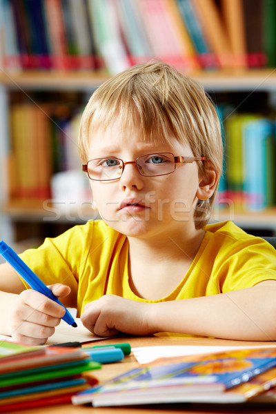 Astucieux garçon portrait dessin livre éducation Photo stock © pressmaster