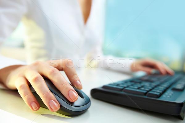 1 クリック 接続 画像 女性 手 ストックフォト © pressmaster