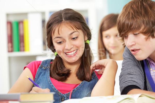 Osztálytársak derűs szórakozás lány boldog főiskola Stock fotó © pressmaster
