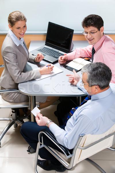 Açıklama fotoğraf patron oturma tablo dikkat Stok fotoğraf © pressmaster