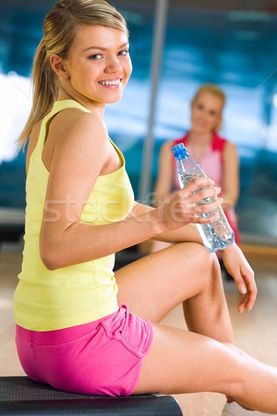 интервал счастливая девушка сидят бутылку воды стороны Сток-фото © pressmaster