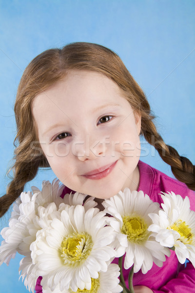 Stockfoto: Portret · aanbiddelijk · kind · kamille · boeket