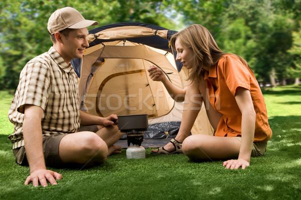 Verkostung Mittagessen Foto heiter Mädchen halten Stock foto © pressmaster
