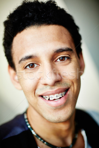 笑顔 ブレース クローズアップ 画像 笑みを浮かべて 若い男 ストックフォト © pressmaster
