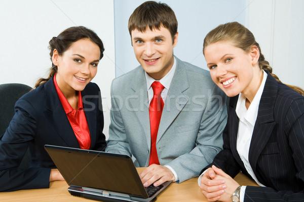 Stock fotó: üzlet · csoport · három · üzletemberek · ül · asztal