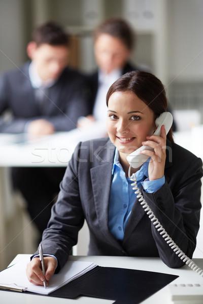 Fiatal titkárnő portré okos üzletasszony hív Stock fotó © pressmaster