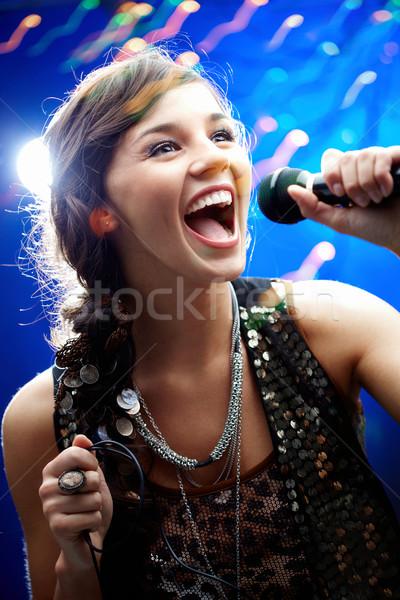 Karaoke portrait fille femme Photo stock © pressmaster