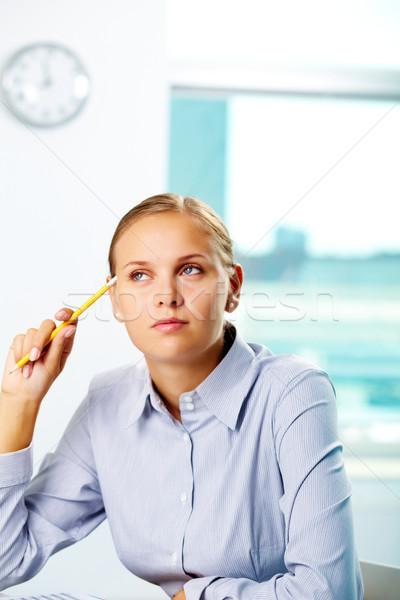Peinzend jonge zakenvrouw denken werk Stockfoto © pressmaster
