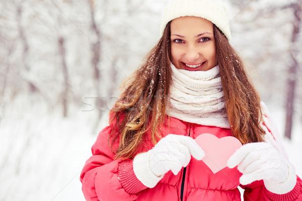 Szeretet nyilatkozat portré boldog lány mutat rózsaszín Stock fotó © pressmaster