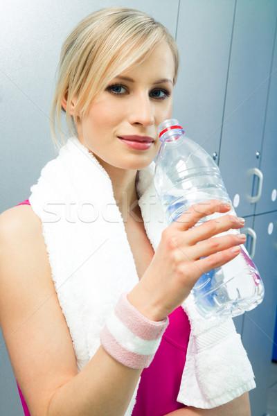 Sport opleiding mooie vrouw handdoek fles water Stockfoto © pressmaster