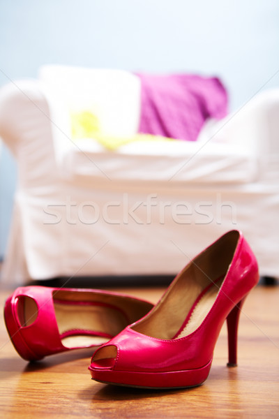Photo stock: Rouge · chaussures · image · dame · étage · chambre