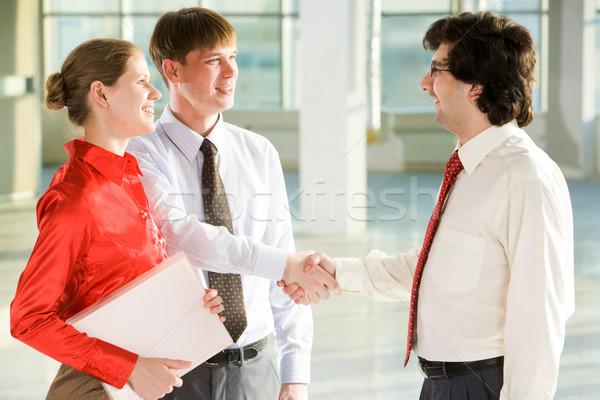 Bem sucedido barganha pessoas de negócios aperto de mãos acordo Foto stock © pressmaster