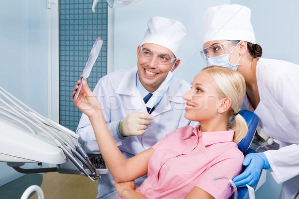 Foto stock: Dental · tratamento · imagem · mulher · jovem · olhando · espelho