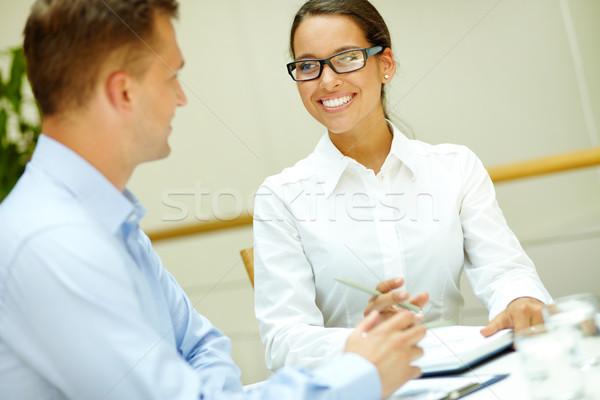 Glimlachend collega afbeelding mooie kantoormedewerker mannelijke Stockfoto © pressmaster
