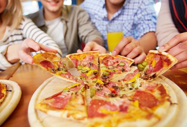 Iştah açıcı pizza görüntü arkadaşlar eller Stok fotoğraf © pressmaster