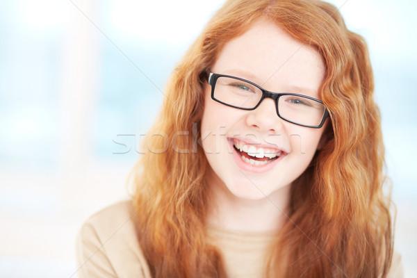 Jó hangulat tinilány szemüveg néz kamera nevet Stock fotó © pressmaster