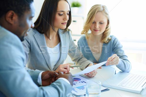 Stock fotó: Pénzügyi · eredmények · menedzserek · megbeszél · üzlet · iroda