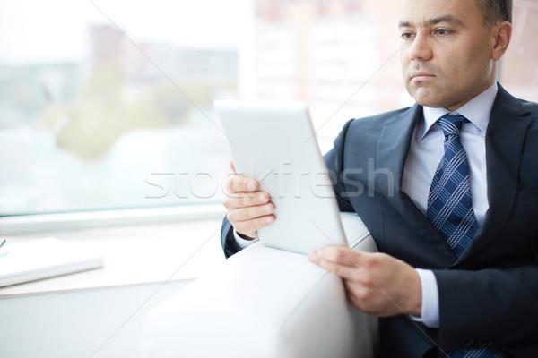 Dolgozik touchpad fiatal komoly üzletember üzlet Stock fotó © pressmaster