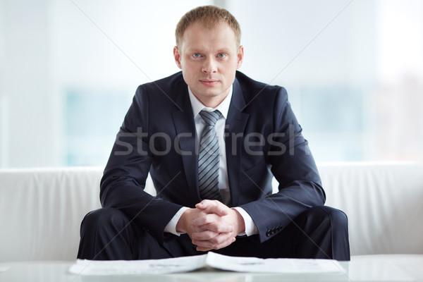Inteligentes empresario jóvenes grave traje mirando Foto stock © pressmaster