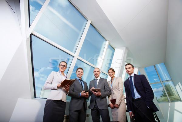 Fehérgalléros munkások csoport boldog üzleti partnerek néz Stock fotó © pressmaster