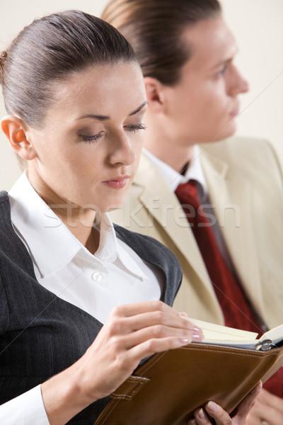 Foto stock: Lectura · notas · imagen · pensativo · negocios · dama