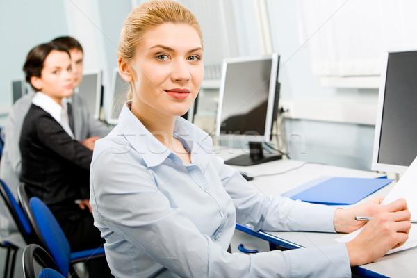 Entellektüel iş bayan oturma bilgisayar ofis Stok fotoğraf © pressmaster