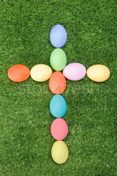 Atravessar imagem ovos de páscoa grama verde primavera fundo Foto stock © pressmaster