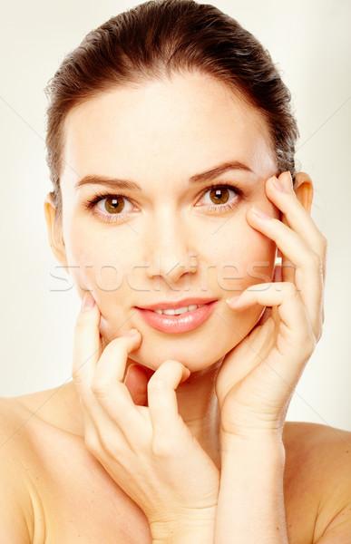 Vrouwelijkheid prachtig vrouw aanraken gezicht licht Stockfoto © pressmaster