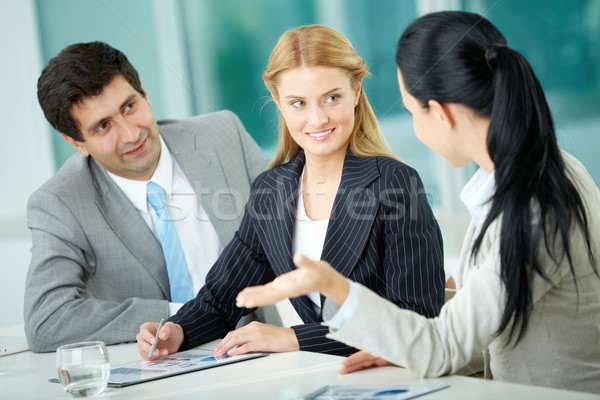 Discussão três pessoas de negócios discutir novo projeto Foto stock © pressmaster