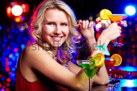 Discothèque clubbing fille cocktail regarder Photo stock © pressmaster