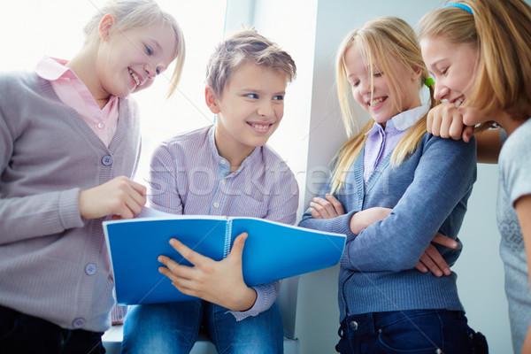議論 肖像 3  幸せ 女子学生 見える ストックフォト © pressmaster