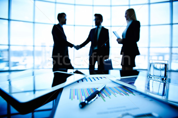 Affaires face technologique financière document Photo stock © pressmaster