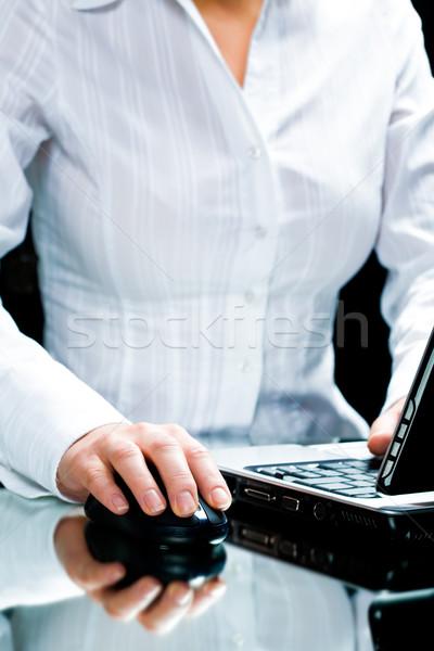 Számítógép munka kép üzletasszony megérint számítógép egér Stock fotó © pressmaster