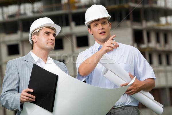Stock fotó: Együtt · dolgozni · fotó · fiatal · mérnök · mutat · valami