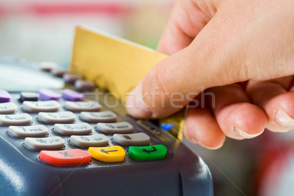 Carte paiement machine boutons main humaine Photo stock © pressmaster
