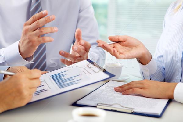 Financeiro discussão discutir apresentar negócio Foto stock © pressmaster
