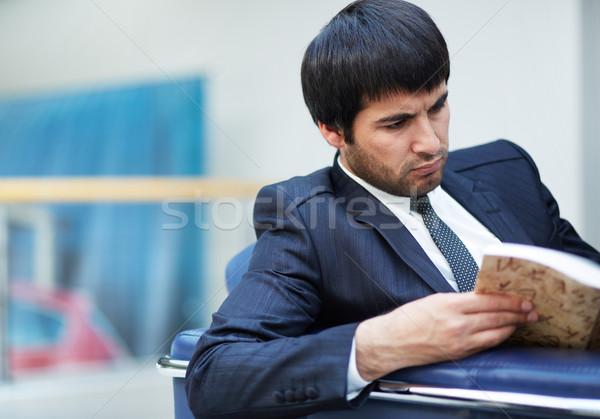 Ocupado empleador retrato grave empresario lectura Foto stock © pressmaster