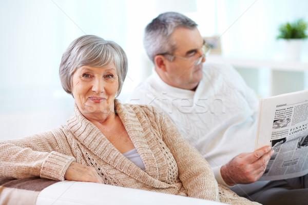 Kegyelmes nő portré érett nő néz kamera férj Stock fotó © pressmaster