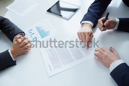 Contrat gestionnaires serrer la main affaires plans handshake Photo stock © pressmaster