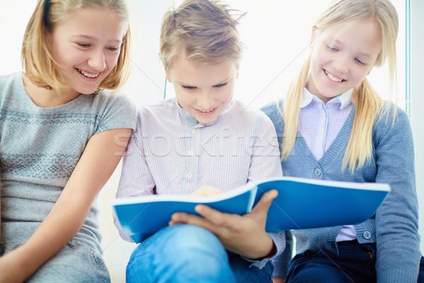Boldog osztálytársak portré három néz jegyzetek Stock fotó © pressmaster