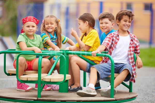 Kinderen carrousel afbeelding blijde vrienden Stockfoto © pressmaster