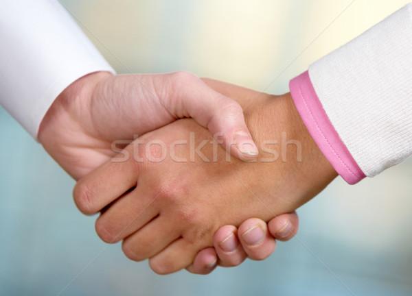 Anlaşma görüntü ortaklar el sıkışma imza sözleşme Stok fotoğraf © pressmaster