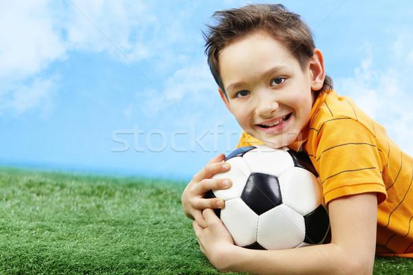 Rapaz bola imagem grama olhando Foto stock © pressmaster