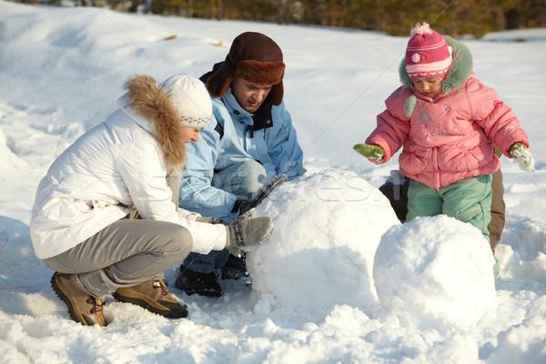 Pupazzo di neve ritratto famiglia parco donna Foto d'archivio © pressmaster